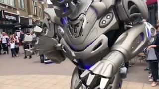 ربات تایتان در لندن