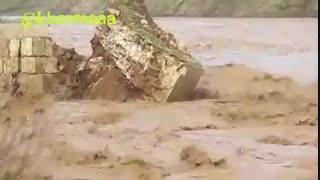 سیل و خروش رودخانه  بخشی از پل تاریخی کشکان را خراب کرد