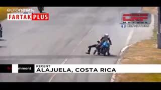 کتککاری وسط مسابقه موتورسواری!