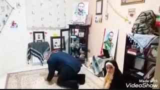 سردار سلیمانی در منزل شهید مدافع حرم