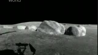 تانک ها بر روی سطح ماه رژه می روند