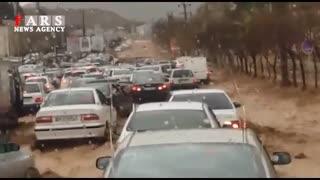 فیلم کمتر دیده شده از لحظه آغاز سیل در دروازه قرآن شیراز