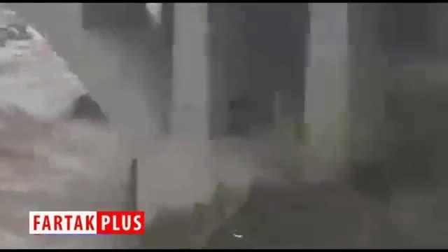 اقدام خطرناک مردم در حاشیه رودخانه طغیانکرده حصار کرج!