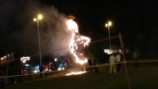 آتش گرفتن نماد طاووس در نزدیکی دروازه قرآن شیراز