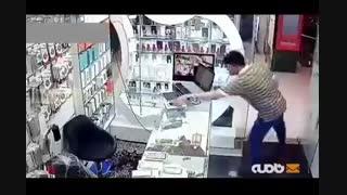 سرقت موبایل در نهایت خونسردی