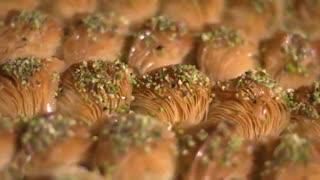 تیزر تبلیغاتی باقلوای شیرونه توسط رایمند