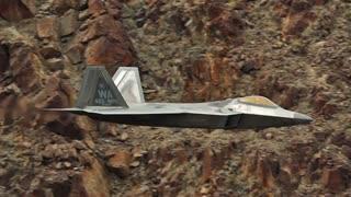 طنازی پرنده های جنگنده در دره مرگ آمریکا/ایستگاه پرواز